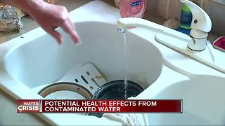 Doctors discuss the risks behind drinking contaminated water - Video
