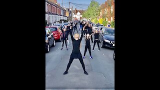 Dance choreographer hosts lockdown dance class in the streets of London