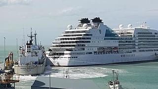 Cruise Ship Collides With Vessel in Timaru Port - Video