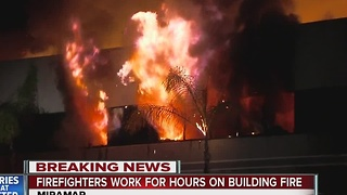 Firefighters battle commercial building fire in Miramar - Video
