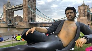 T-Rex Rated – Bare-Chested Jurassic Park Jeff Goldblum Statue Appears in Central London