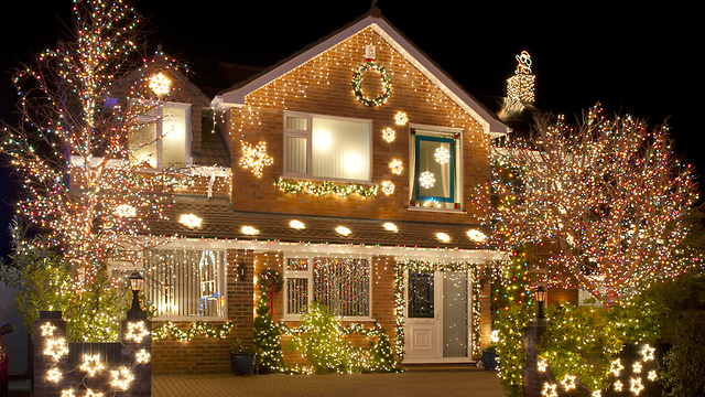 One Story House Christmas Lights.The Story Behind The Tradition Of Hanging Christmas Lights