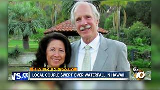 Couple swept into raging river in Hawaii - Video