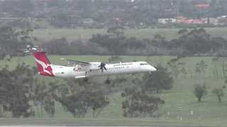 Qantas Plane Battles High Winds, Fails to Land at Melbourne Airport - Video