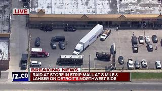 Raid on strip mall in Detroit - Video