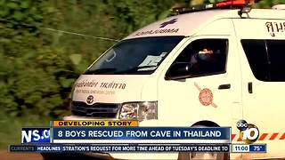 8 boys rescued from cave in Thailand - Video