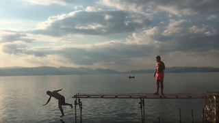 Epic fail: Guy falls off dock while jumping into lake - Video