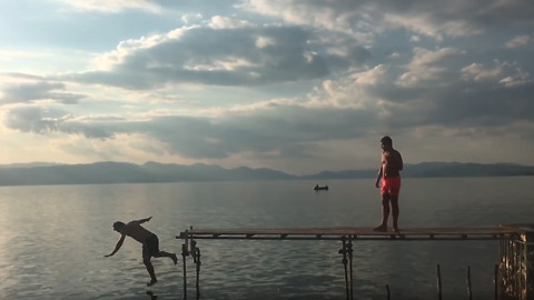 Epic fail: Guy falls off dock while jumping into lake