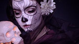 DIY makeup: how to do a dia de los muertos look - Video
