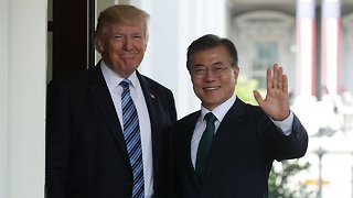 US And South Korean Leaders Reportedly Want To Hold Their Own Summit - Video