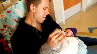 Dad Gives 11-Week Premature Baby His First Bottle - Video