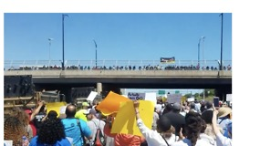 Chicago Expressway Blocked by Anti-Gun Violence Protesters - Video