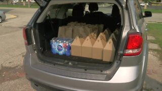 Volunteers deliver lunches to seniors, homeless in Kenosha