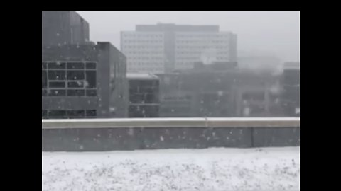 Slow Motion Video Shows Snow Falling in Seattle as City Braces for Storm
