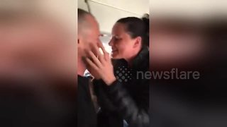 Romantic man stages very public proposal on board passenger plane - Video