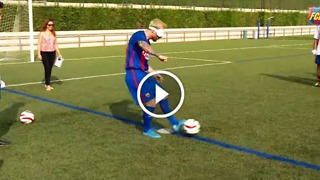 Can Messi score a penalty kick blindfolded? - Video