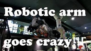 Robotic arm goes crazy  - Video