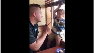 1-year-old humorously argues with his dad - Video