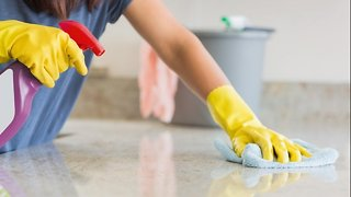 Women Who Clean A Lot Could Face Decreased Lung Function - Video