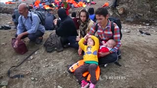 Migrants continue streaming unabated to Lesbos - Video