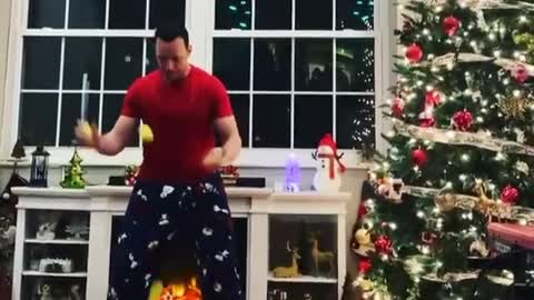Guy juggles tennis balls on keyboard to tune of 'We Wish You A Merry Christmas'