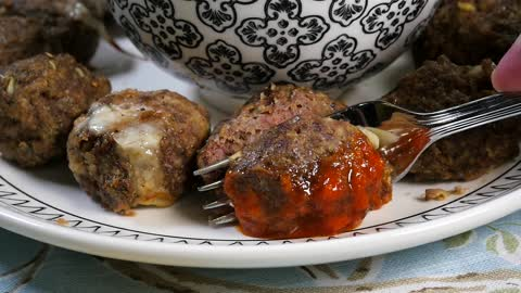 How to make mozzarella-stuffed meatballs