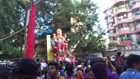 India bids Good Bye to Lord Gannapti Bappa in Style !!