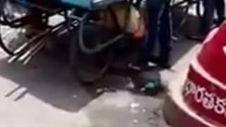 Onion Scam: Unbelievable Cheating act by a Fruit Vendor from Hyderabad - Video