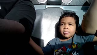 Toddler's priceless reaction to first Disneyland ride - Video