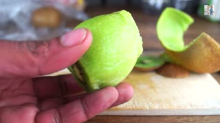 Life Hack: Fastest way to peel a kiwi! - Video