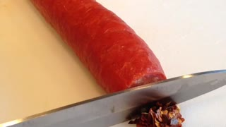 Magic knife turns pepperoni into crushed red pepper - Video
