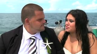 Florida couple get married underwater - Video