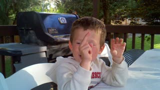 Little boy has a special middle finger... - Video