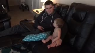 Baby dances with daddy - Video