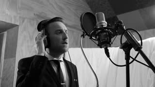 Talented artist covers Frank Sinatra classic - Video