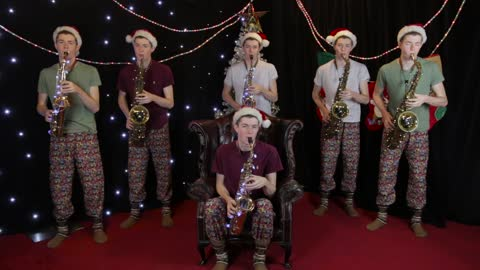 Incredible one-man saxophone arrangement of 'Santa Claus Is Coming To Town'