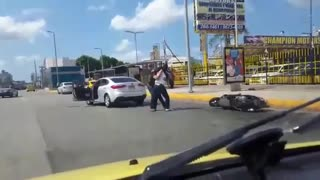 Panama Road Rage - Motorcycle Vs. Car - Video