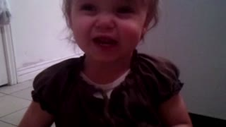 Baby sings adorable version of