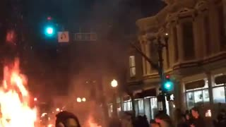 Riots and looting in Oakland after Ferguson ruling - Video
