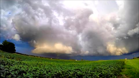 Time lapse: Stunning Supercell in Wellsville, Kansas