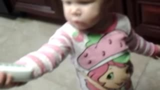 Sassy toddler hilariously yells on phone call - Video