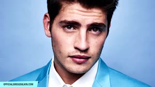 Gregg Sulkin Talks About His Fashionisto Photoshoot - Video