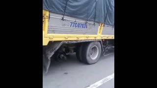 Truck driver drives truck with missing wheels