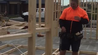 Construction Worker Accepts $20 to Eat a Spider - Video