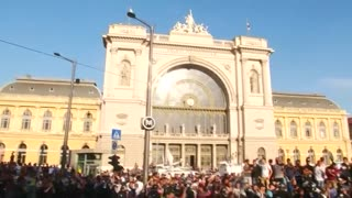 Migrants resume protests in Budapest, several arrested - Video