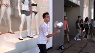 Watch This Cool Artist Freestyle - Video