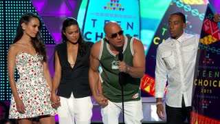 "Teen Choice honors ""Furious 7,"" Paul Walker - Video"