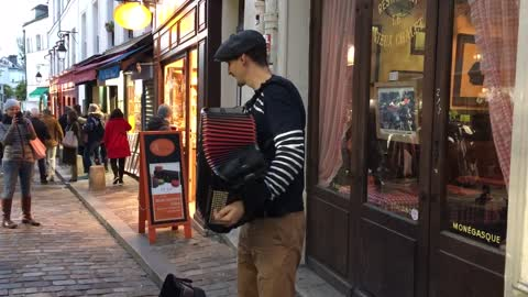 Accordion Player in Paris