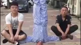 Nobody dies in this Chinese magic trick - Video