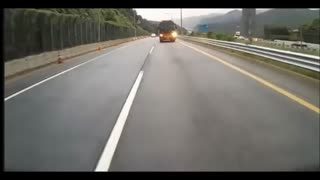 School Bus crash Horror in South Korea - Video